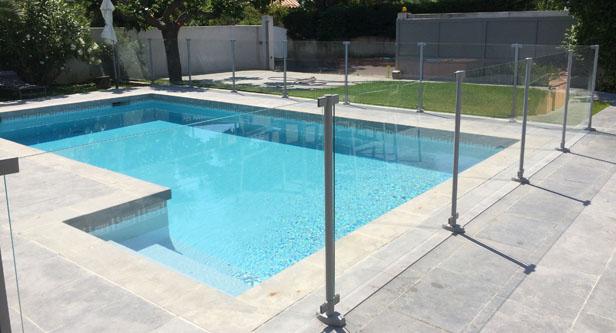 Barrière de sécurité pour piscine en verre