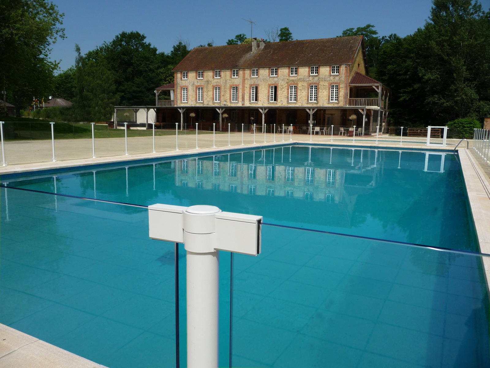 Barri re de piscine en aluminium et protection aluminium for Piscine hors sol 1m de profondeur